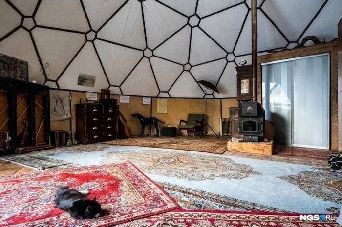 Художник построил для своей мамы дом-шар интересное