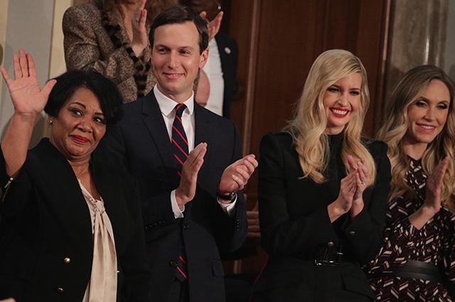 Как суфражистки: женщины-демократы нарядились в белое в знак несогласия с политикой Трампа новости