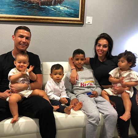 Криштиану Роналду отметил день рождения с Джорджиной Родригес и детьми звездные пары