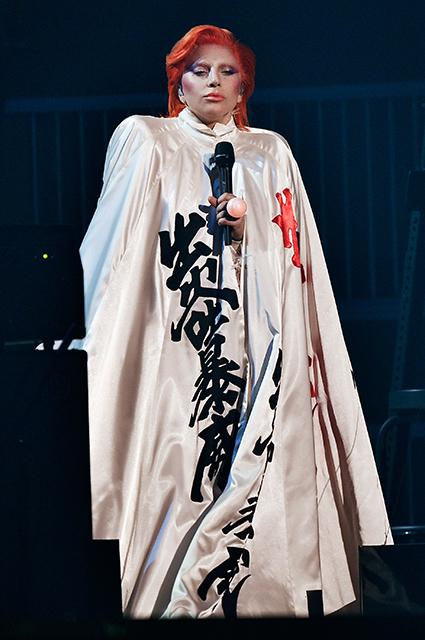 От матери монстров до ретродивы: модная эволюция Леди Гага на